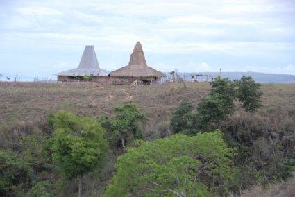 Rumah tradisional sebuah komunitas di Sumba Timur