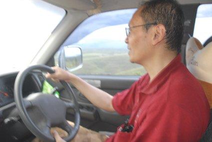 Driving di pengunungan dan savana Sumba Timur