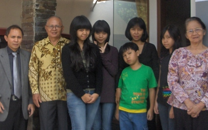 Armein, William, Gladys Emmanuella Putri, Kezia Clarissa, Marco William, Ina, Andria Priscilla, Patmah.